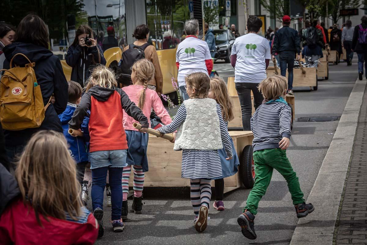Am 11.05.2019 fand die erste Wanderung der Wanderbaumallee Stuttgart statt. Vom Rupert-Mayer-Platz an der St. Maria Kirche führte der Weg zum Kulturzentrum Merlin in der Augustenstraße.